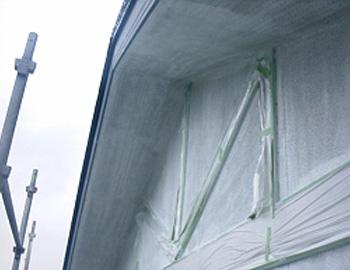 軒天と2階外壁(下塗り)