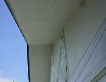 軒天と2階外壁(上塗り)