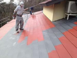 玄関ロビー屋根塗装中