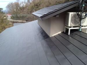 玄関ロビー屋根上塗り塗装後