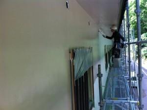 東面3番館外壁上塗り施工中