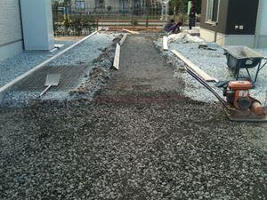 床堀後砕石敷き込み