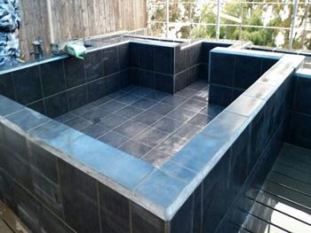 山形市の旅館|露天風呂タイル貼り替え工事の事例