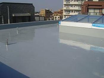 新築RC造屋上|ウレタン塗膜防水の事例
