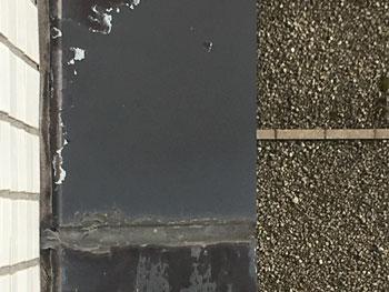 屋上から見た出窓上部