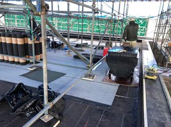 屋根足場のジャッキ