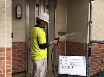 外壁⾼圧洗浄