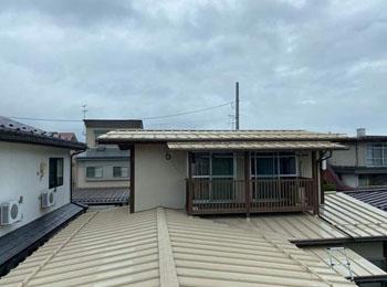 M様邸 屋根塗装及び板⾦⼯事|トタン屋根部分張り替えから屋根塗装工事|山形県山形市